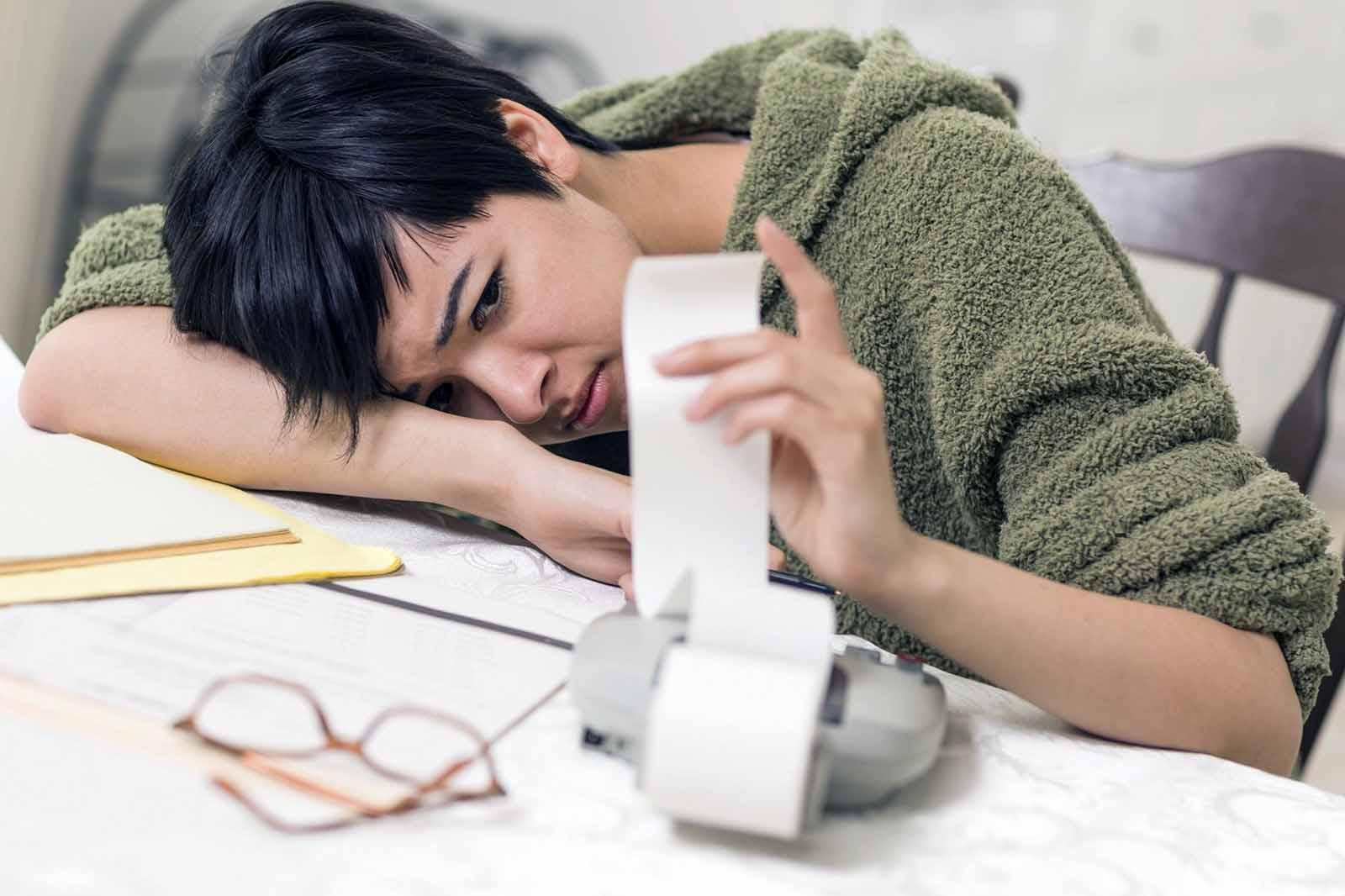 Финансовата нестабилност причинява физическа болка